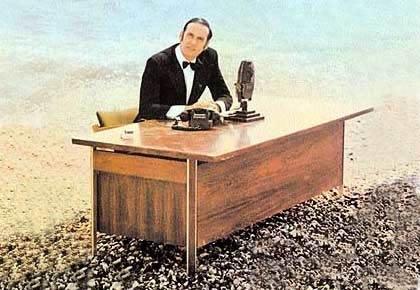 desk-on-a-beach